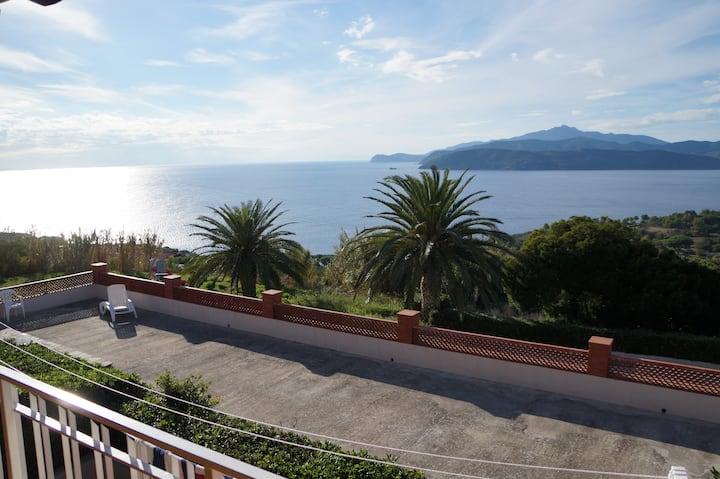 Vista sulla Corsica la casetta