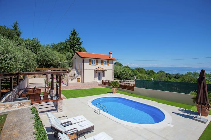 Beautiful villa near Opatija, with private pool and view of the Kvarner gulf