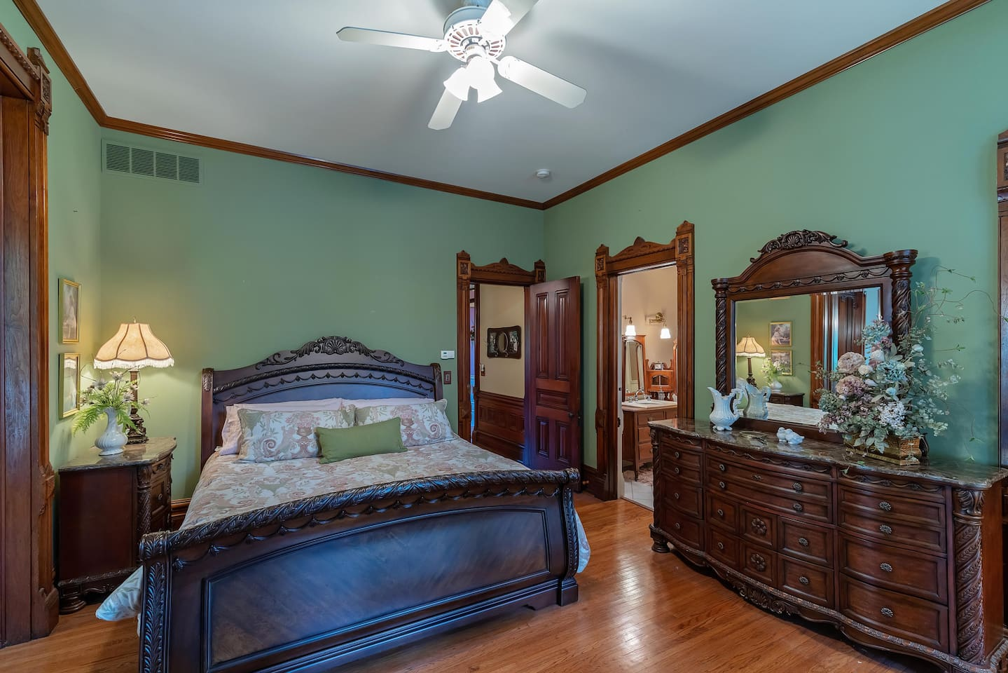 King sleigh bed and private bathroom