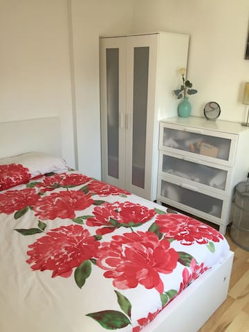 Ideal Double Bedroom Quiet and Cozy - London - Leilighet