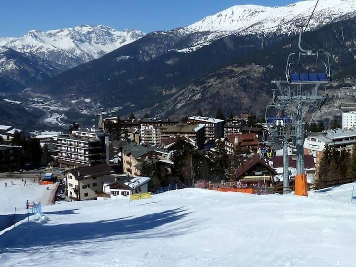 vicino alle piste- mountain snow ski