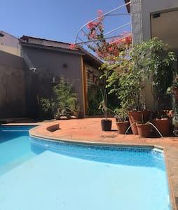 Casa charmosa com piscina e varanda gourmet
