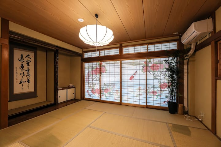 1 Stop from Osaka Sta 12Bd 2Baths Residetial House