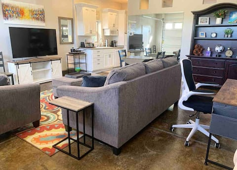 Private 1-bedroom Guest House in West Roseville