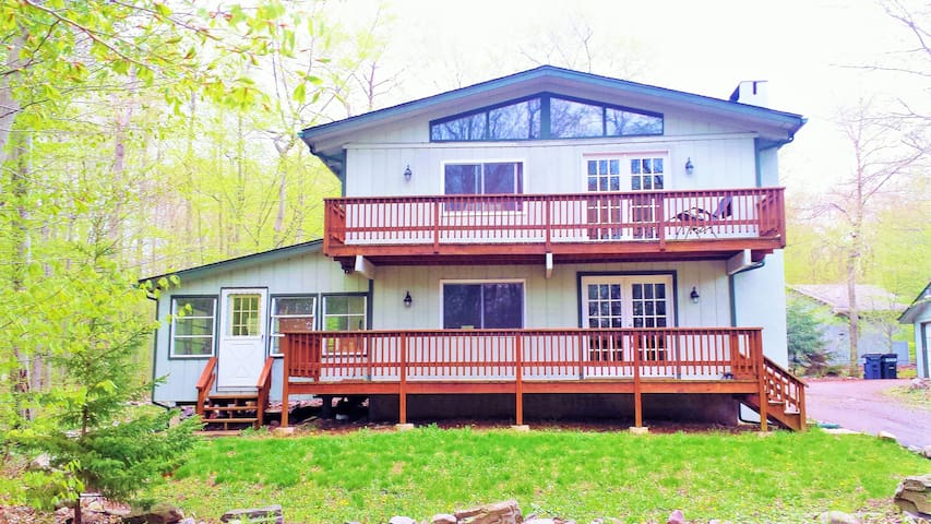 Home on Golf Course & 250 acre Lake Access