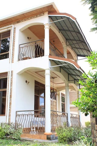 Quiet and safe room close to conference center kgl