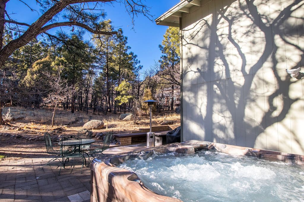 Private hot tub, forest view and outdoor entertainment