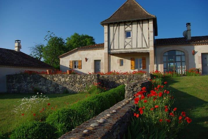 Maison des Marguerites et sa piscine naturelle