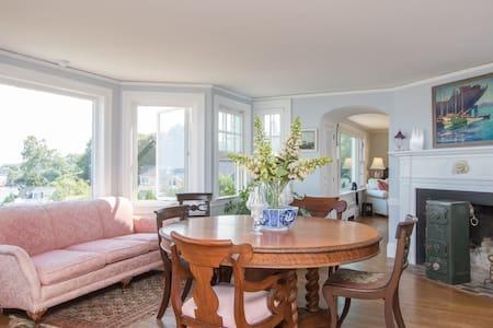 Private suite in seaside home - South Portland - Talo