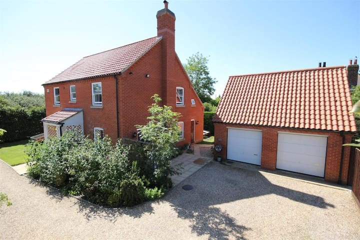 4 bedroom, 3 bathroom house with large garden! - Maltby le Marsh - Casa