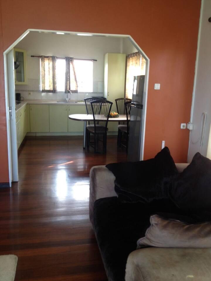Deze appartement bezit 5slpkamer allen voorzien van airco's