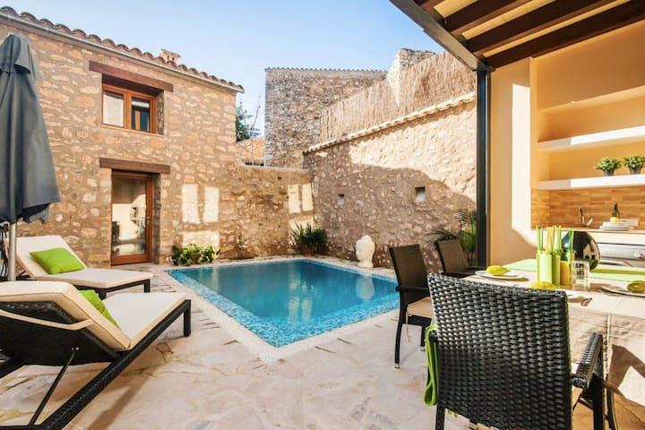 Can Bodeguita terraza y piscina privada