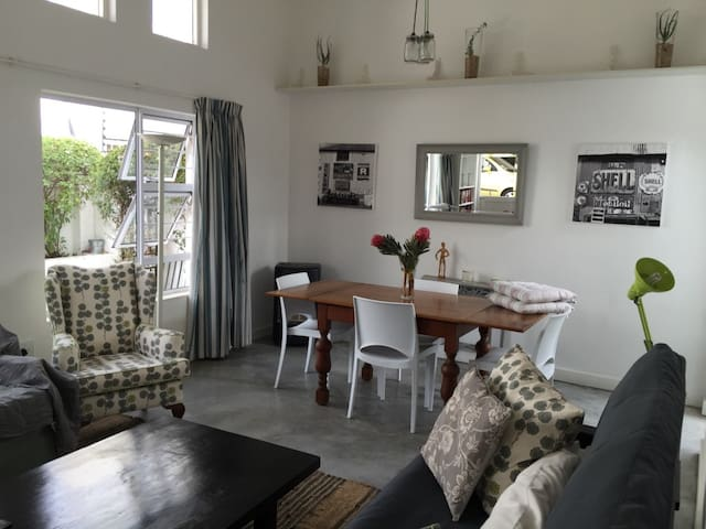 Perfect base to explore Parkhurst, Joburg and SA!