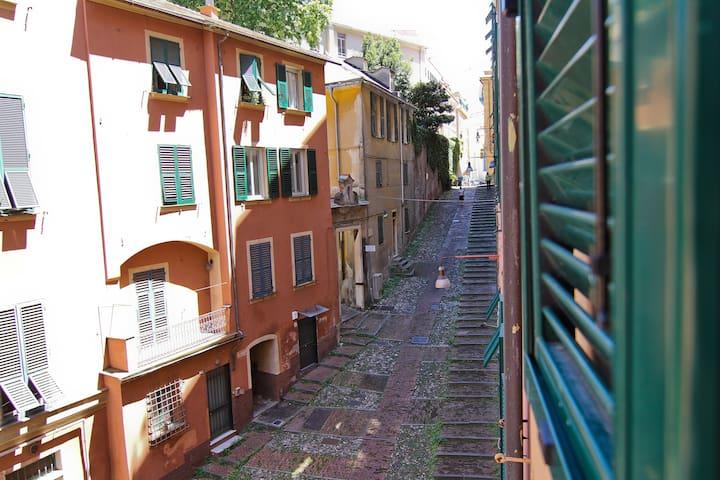 Dalla finestra/By the front window foto@Chiara Saitta