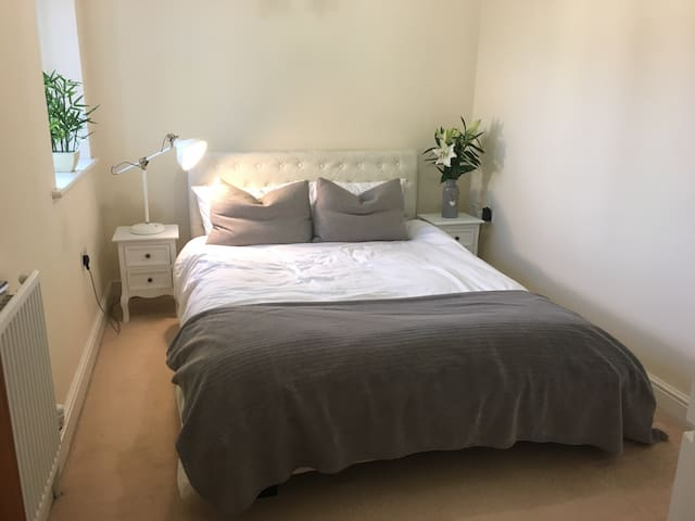 5* Comfy Minimalist Clean Apartment - Thame