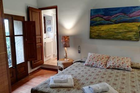 Habitación con baño casa de pueblo en el Empordà - Ordis