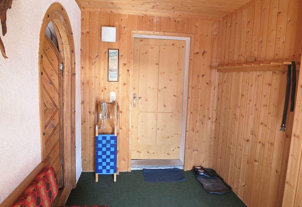 Eingangsraum und Skistadl
