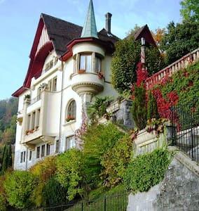 B & B Résidence Castel Les Chênes - Montreux - ที่พักพร้อมอาหารเช้า