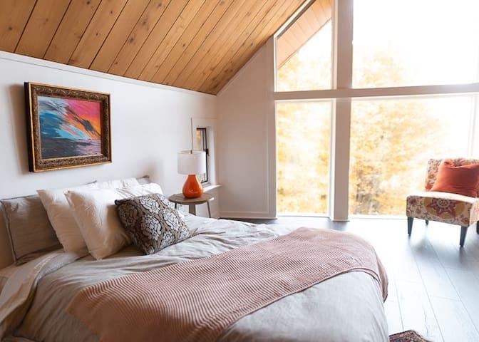 Loft Area - full bed