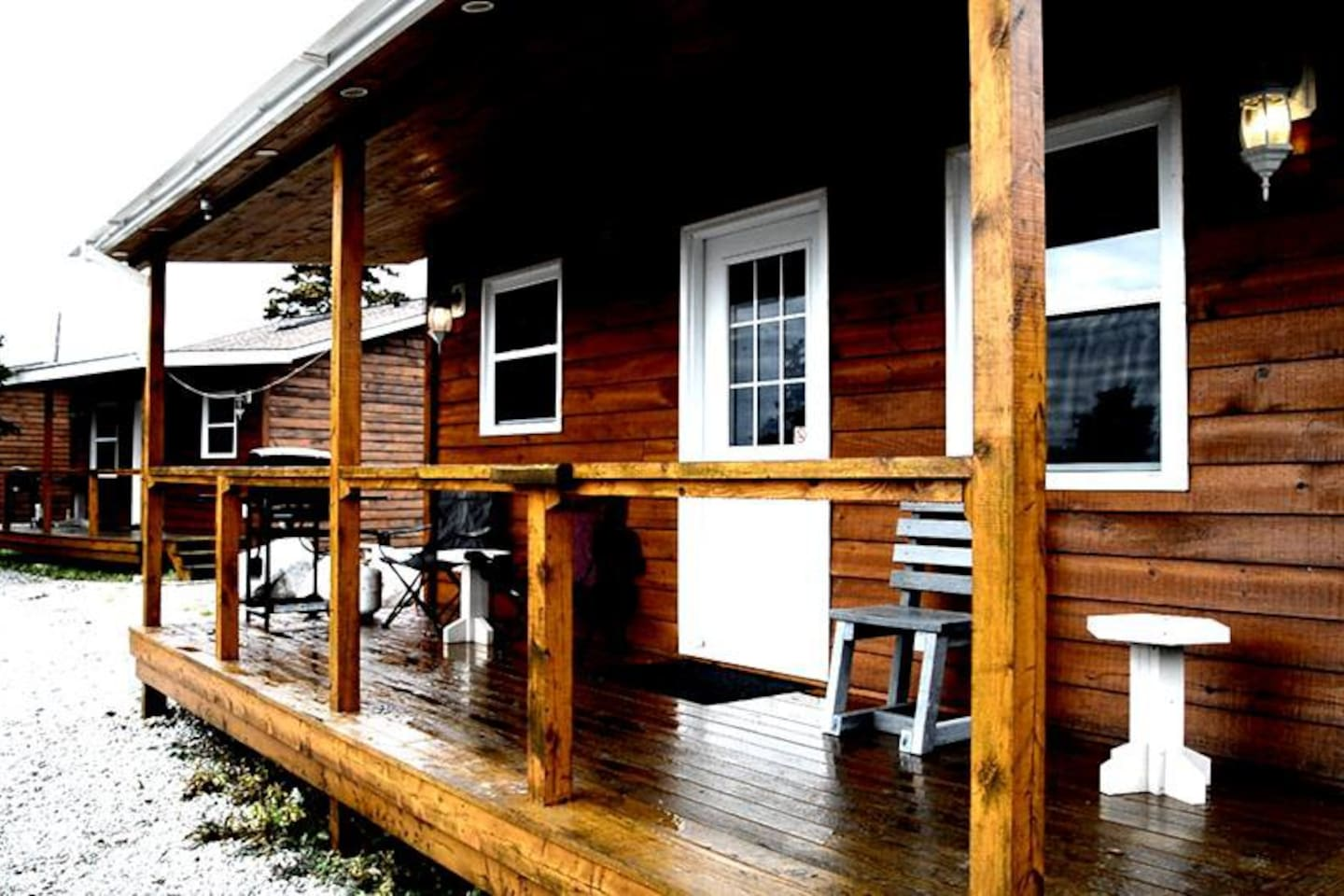 4 Star Chalets with Outdoor Hot tub & Sauna. 2 Bedroom Chalets overlooking Beautiful Robinson's River.  Each Chalet is fully equipped with everything you need including kitchenette, fireplace, BBQ, and free WIFI.