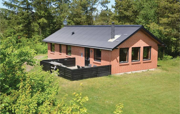 Holiday cottage with 3 bedrooms on 82 m² in Hemmet