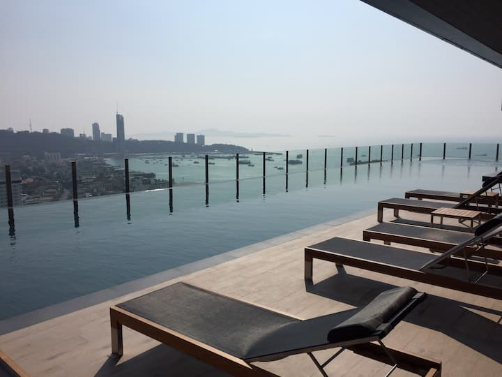 The base pool seaview pattaya 基础泳池海景 芭堤雅