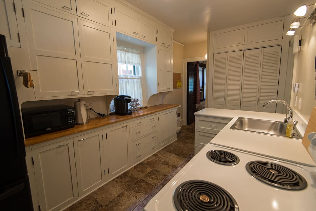 "The fully-equipped kitchen: ""The house was super clean, quiet, and had great amenities (kitchen with everything we needed, including lots of available coffee pods)."" Bonnie, *****"