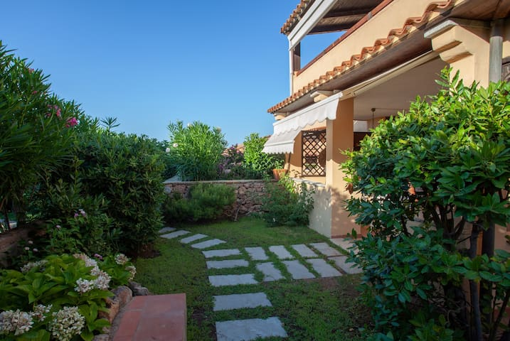 Baia de Bahas Garden: private garden, beach 190mt