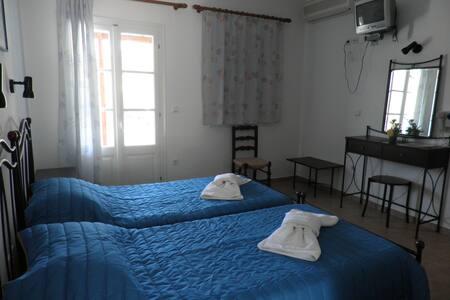 studio in sifnos 20 meterfrom beach - Sifnos  - Lejlighed