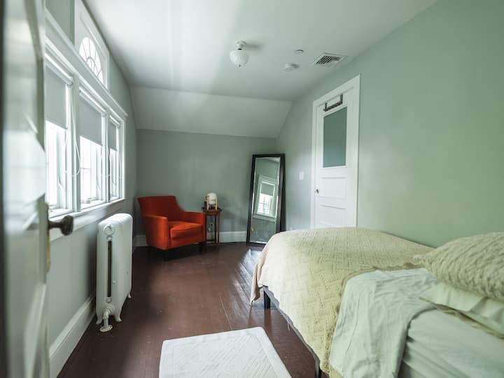 Yellow House Quiet Room