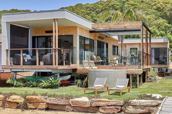 Wagstaffe Pretty Beach Waterfront Retreat