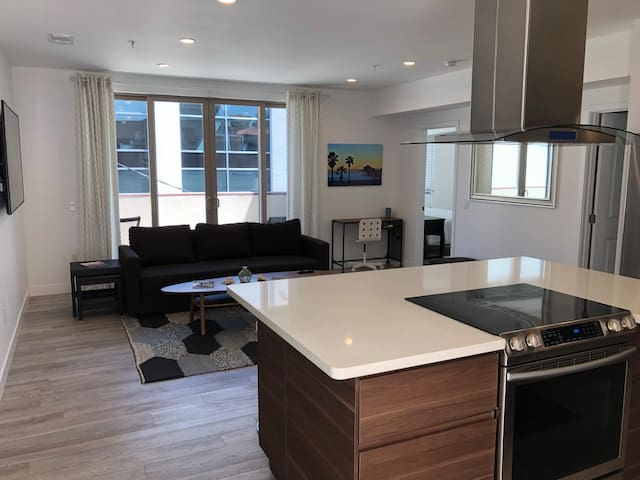 HB Condo 1/2 blk to beach, ocean & pier views! (3)