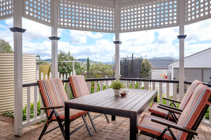 Charming family apartment with garden close to QUT