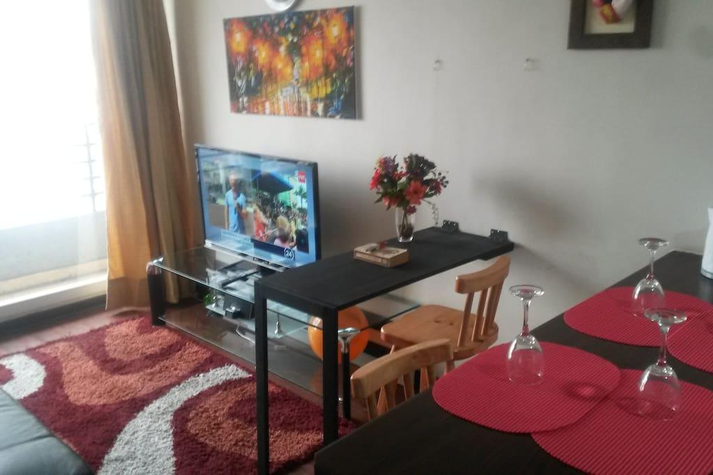 Escritorio - Zona de trabajo con mesa abatible WiFi 50 Mb