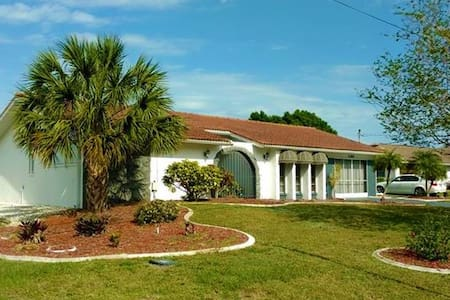 Peaceful Port Charlotte 2Bd/2Ba on water