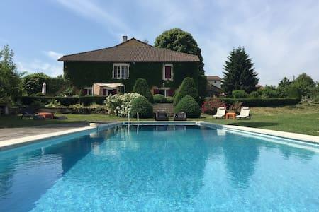 Maison de charme avec piscine - Chapdeuil