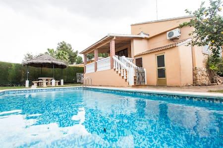 Precioso chalet vlc, piscina-7 p. - L'eliana - Dağ Evi