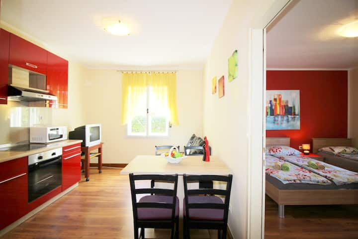 Comfortable apartment Pia for three persons