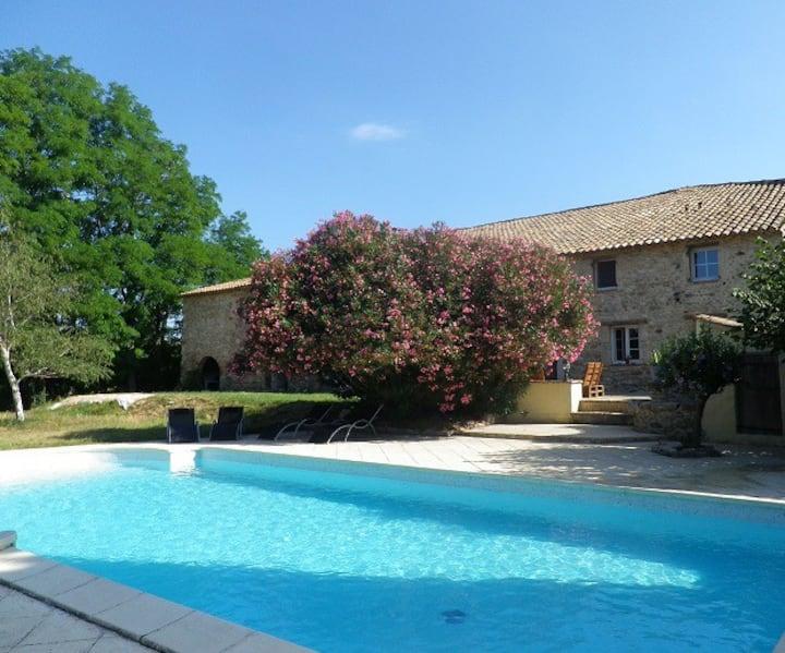 Gîte avec piscine Sud Ardèche 6 personnes