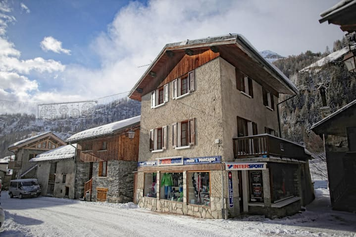 Chalet Le Loup - superb location, charming chalet