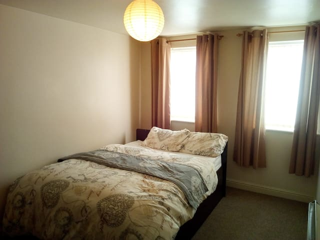 Spacious 2 Bed close to the city.