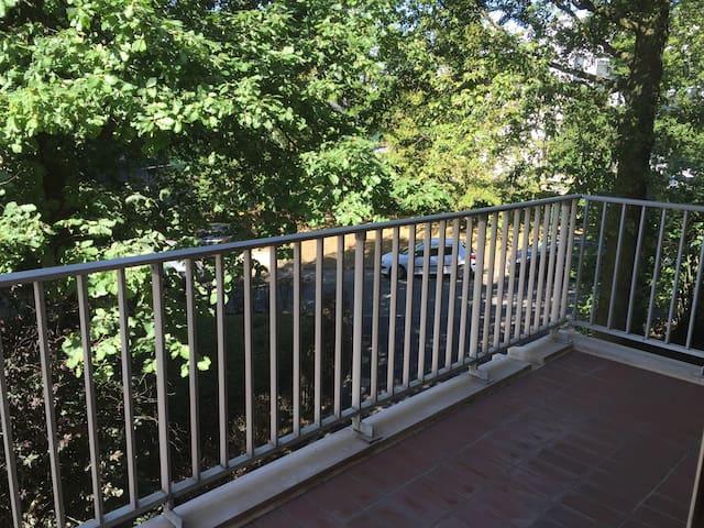 2 pièces au calme 56 m2 avec balcon sud-ouest - Garches
