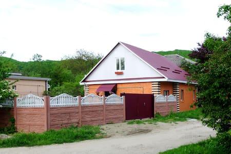 Уютный новый дом - предгорья Адыгеи - Tulskiy - Dom