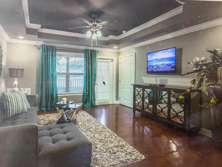 One Bedroom Private Apartment with Pool Access