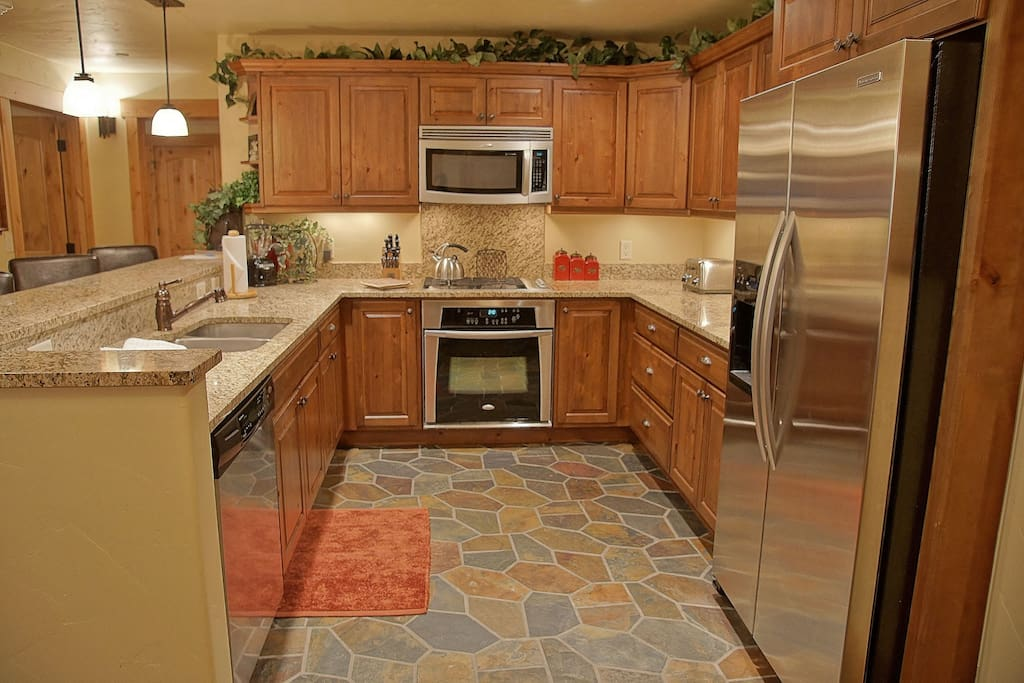 Gas Range, Stainless Steel Appliances, Granite Counters, Slate Tile,