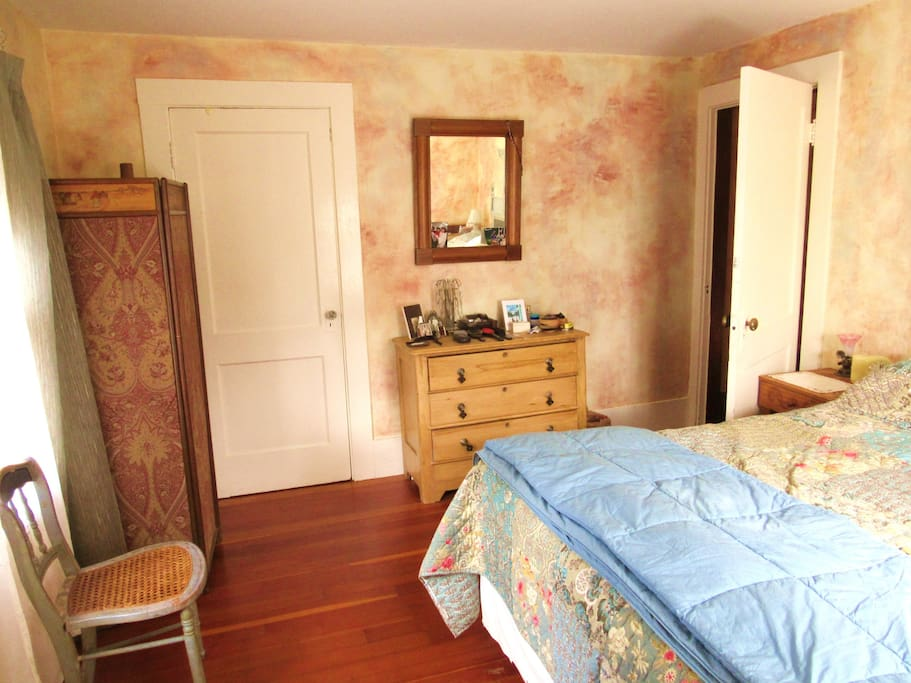 Master bedroom, w/view towards entrance door
