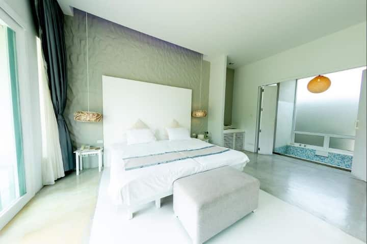 Clean Deluxe Double Room at Kocchira