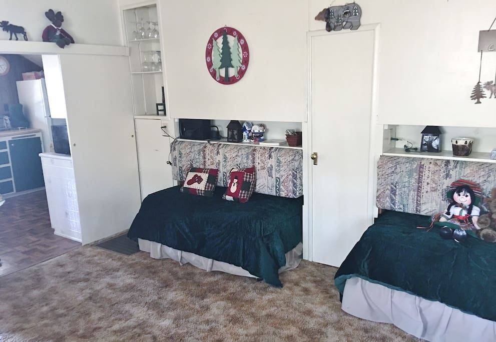 Three Pull Out Twin Beds in Living Room