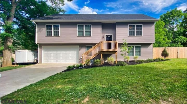 Modern 4BR/3BA home in Park Forest near PSU & DT