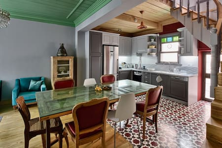 Historical Greek House with Golden Horn View - Fatih - Дом